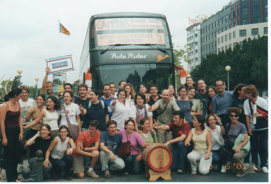 L'Orfeó Universitari de València en arribar del Festival d'Hongria (2001)